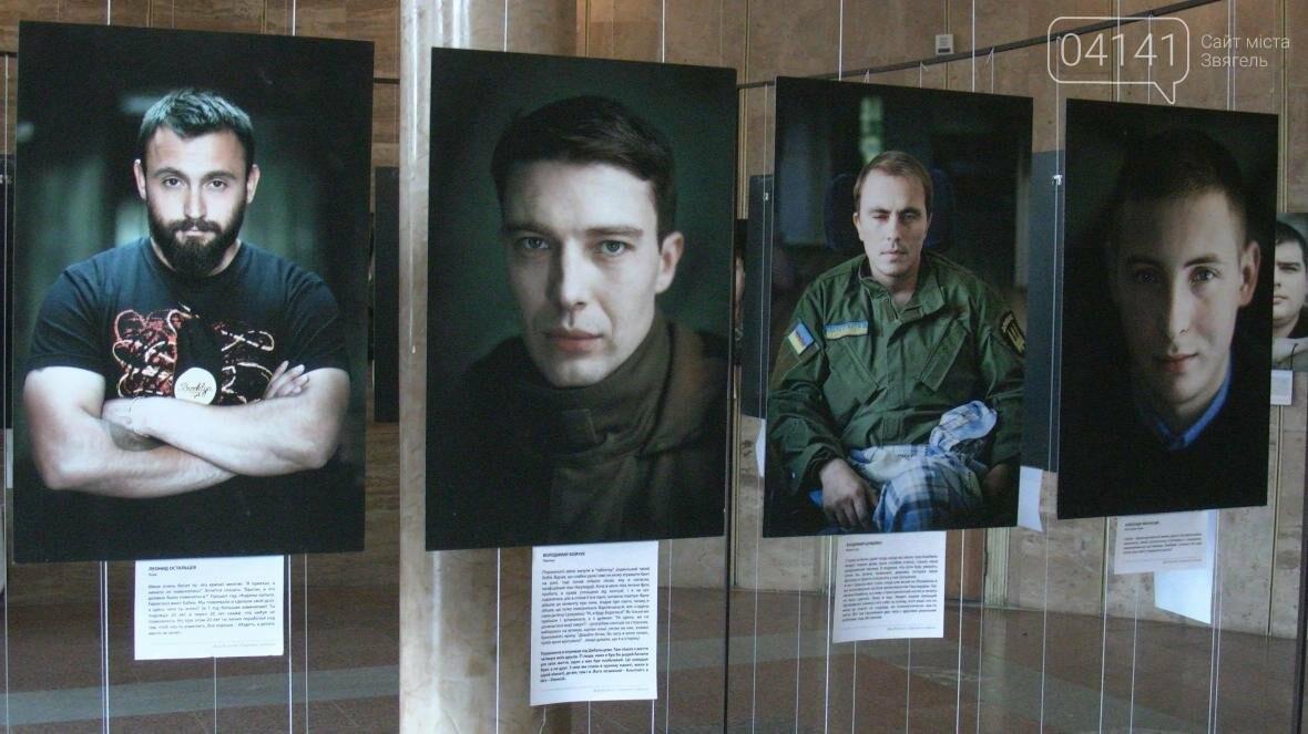 """Їх погляд пронизує до кісток: У Новограді-Волинському проходить  виставка """"Портрет солдата"""" (ФОТО, ВІДЕО), фото-1"""