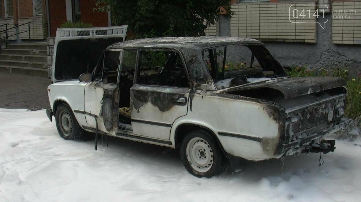 У Новограді-Волинському згорів автомобіль (ФОТО, ВІДЕО), фото-2