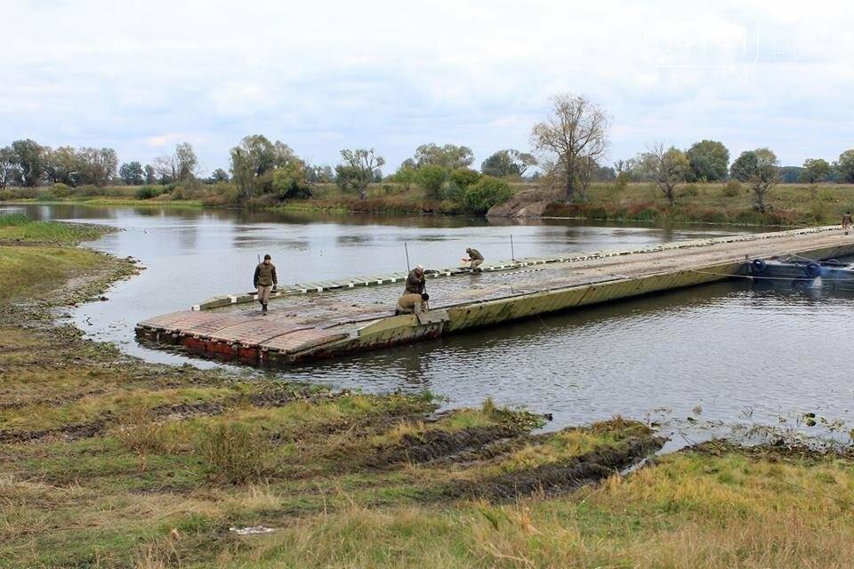 Військові інженери з Новограда-Волинського тренувалися наводити понтону переправу, фото-3