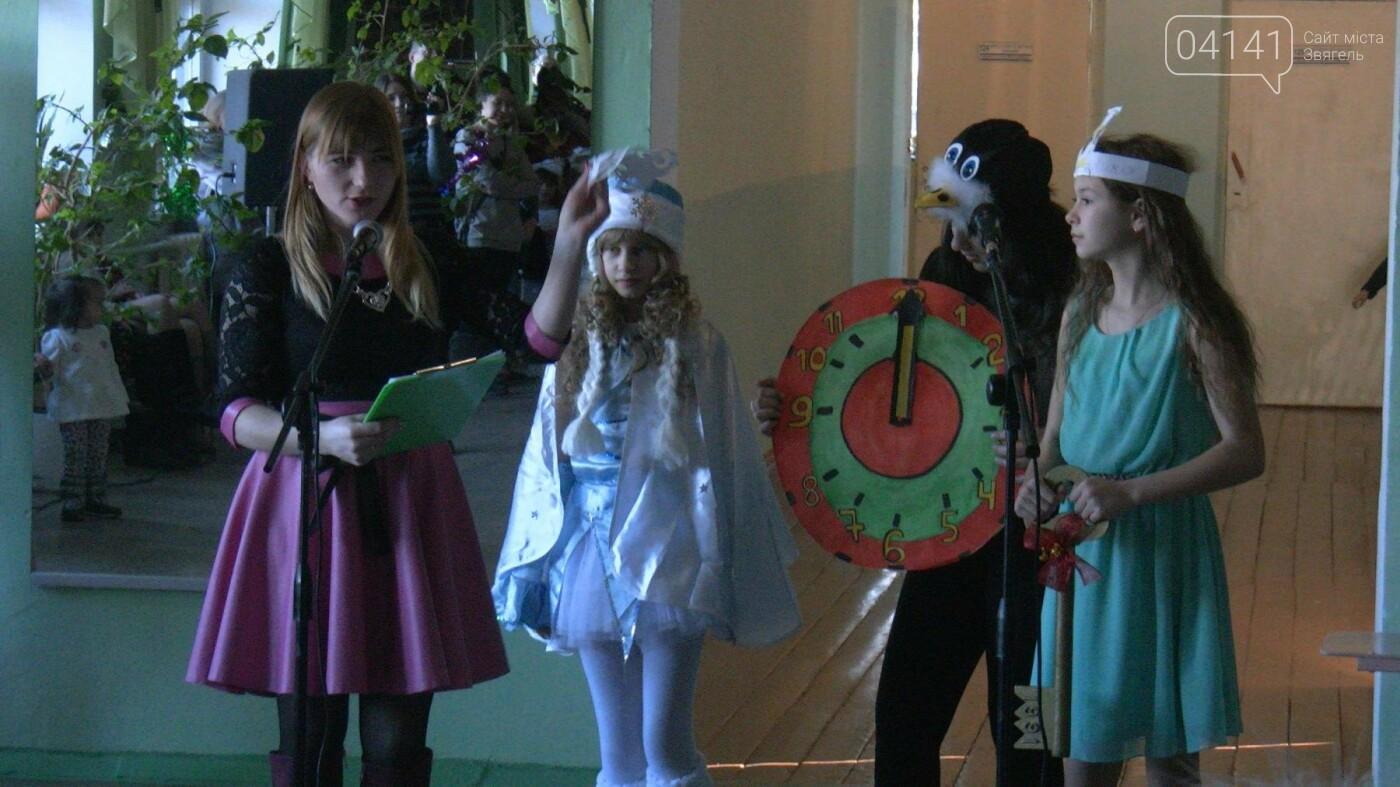 У новоград-волинській гімназії відбулося свято новорічної ялинки, фото-2
