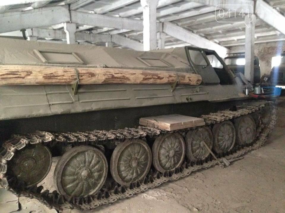 Кому війна, кому мати рідна: У Новоград-Волинському районі виявили незаконні склади військової техніки підготовленої для продажу, фото-5