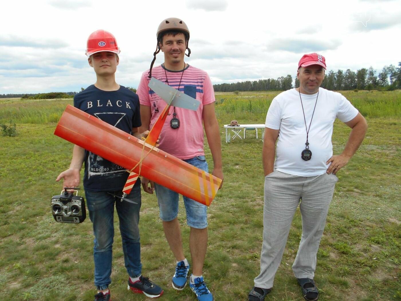 Закохані в небо: Новоградські авіамоделісти стурбовані щодо свого майбутнього, фото-1