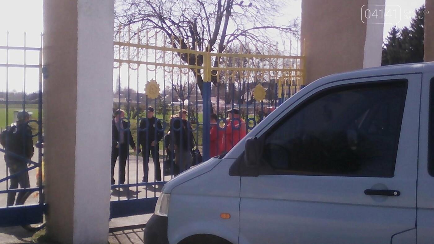 """Вирішила """"ширнутись"""" на стадіоні: У Новограді-Волинському затримали  наркоманку (ФОТО), фото-1"""