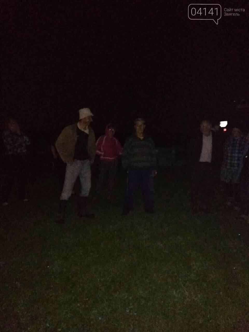 У Новоград-Волинському районі війна за землю: Уночі в селі Гульськ люди не допустили обробки спірних ділянок (ФОТО), фото-4