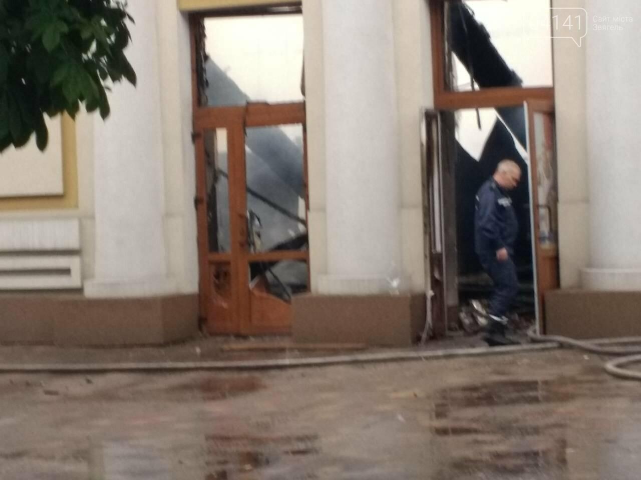 """У Новограді-Волинському горів """"Молодіжний центр"""", фото-3"""