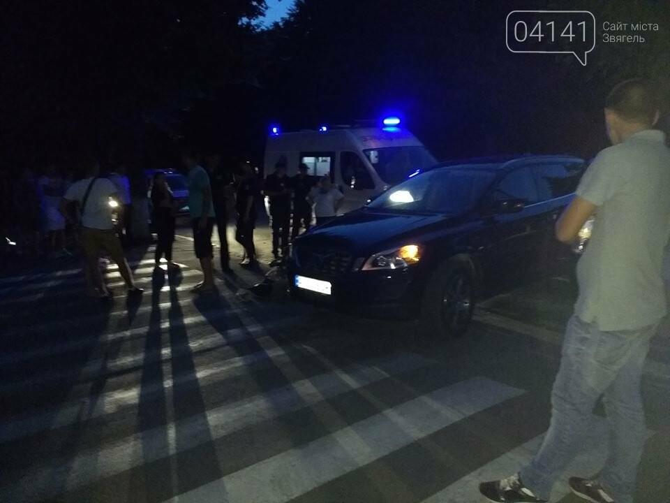 ДТП: У центрі Новограда-Волинського позашляховик VOLVO зніс з дороги чоловіка на електроскутері (ФОТО), фото-1