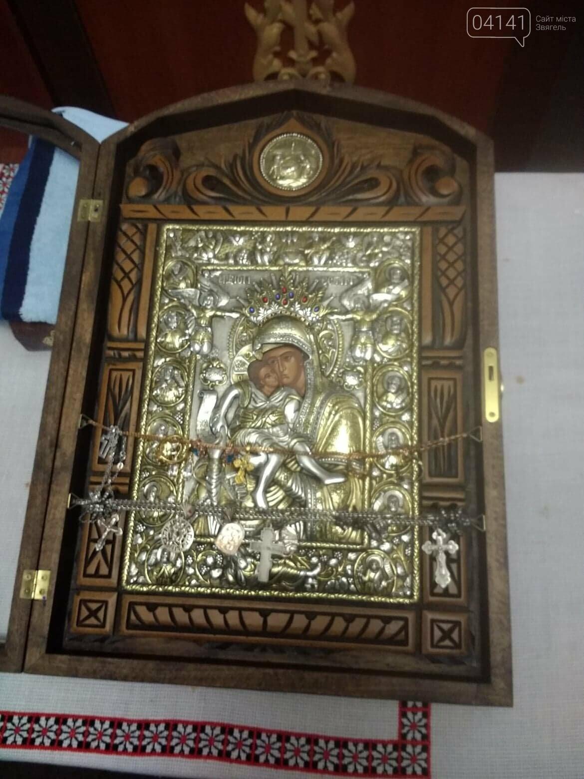 До Новограда-Волинського привезли чудотворні афонські ікони, фото-1