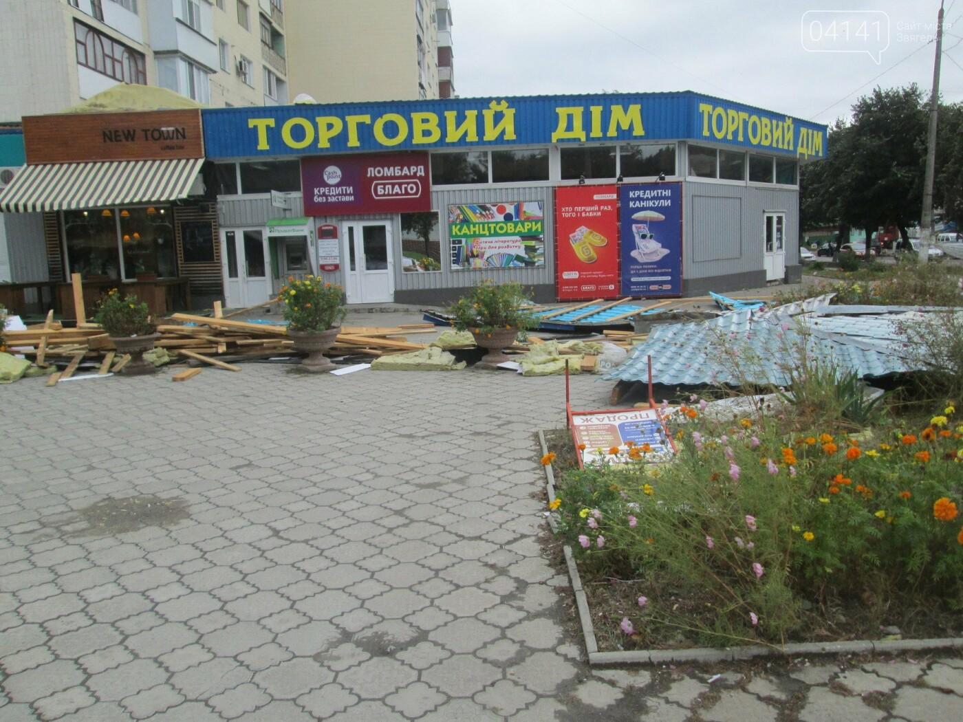У Новограді-Волинському вітер наробив лиха (ФОТО, ВІДЕО), фото-2
