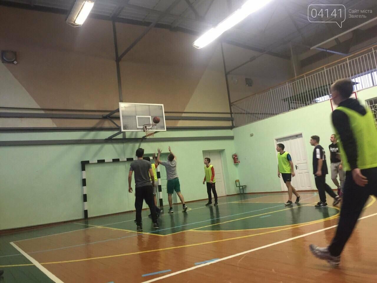 До Дня Святого Миколая в Новограді-Волинському відбувся турнір з баскетболу (фото), фото-2