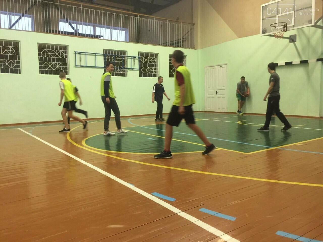 До Дня Святого Миколая в Новограді-Волинському відбувся турнір з баскетболу (фото), фото-7