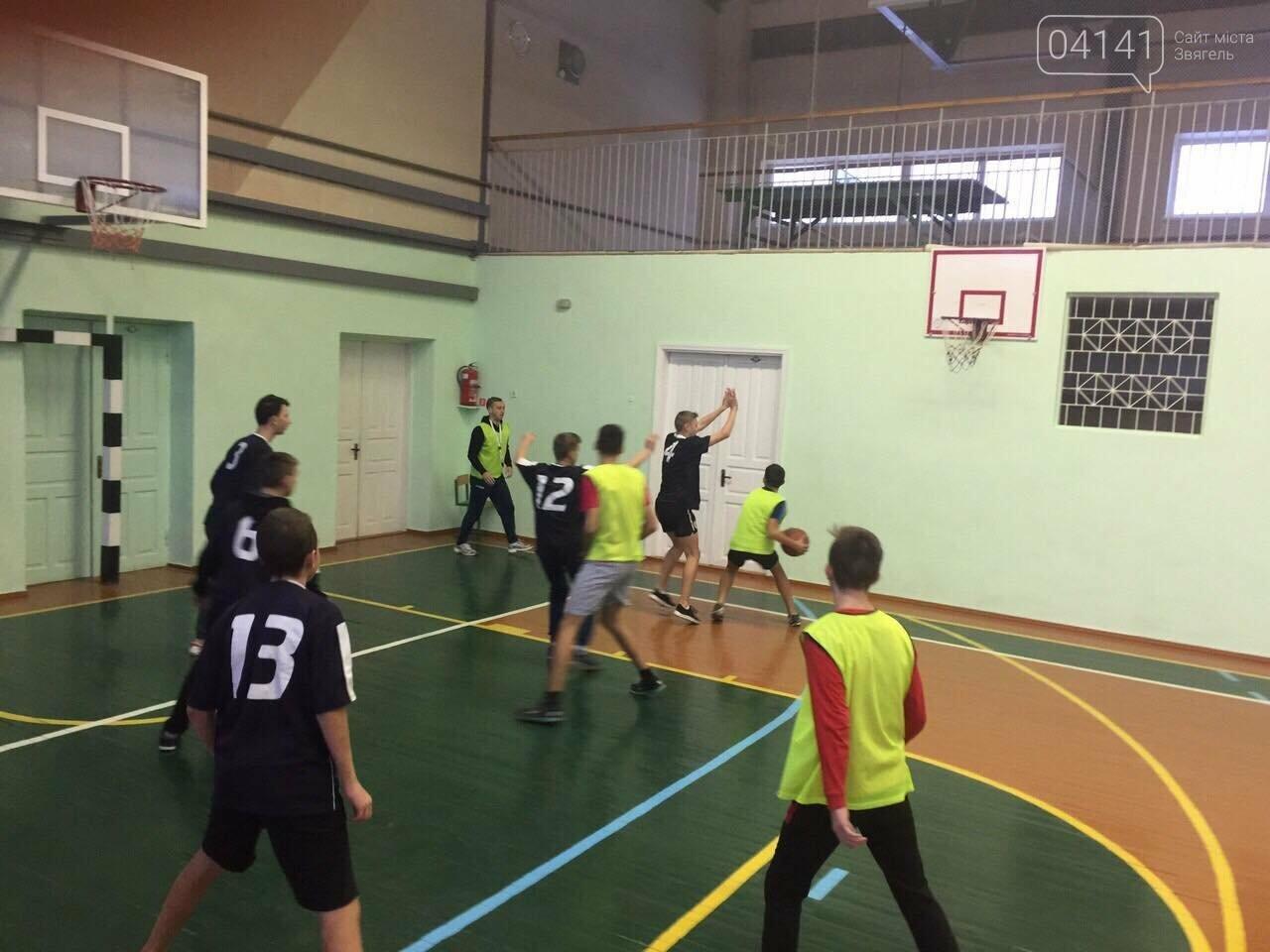 До Дня Святого Миколая в Новограді-Волинському відбувся турнір з баскетболу (фото), фото-8