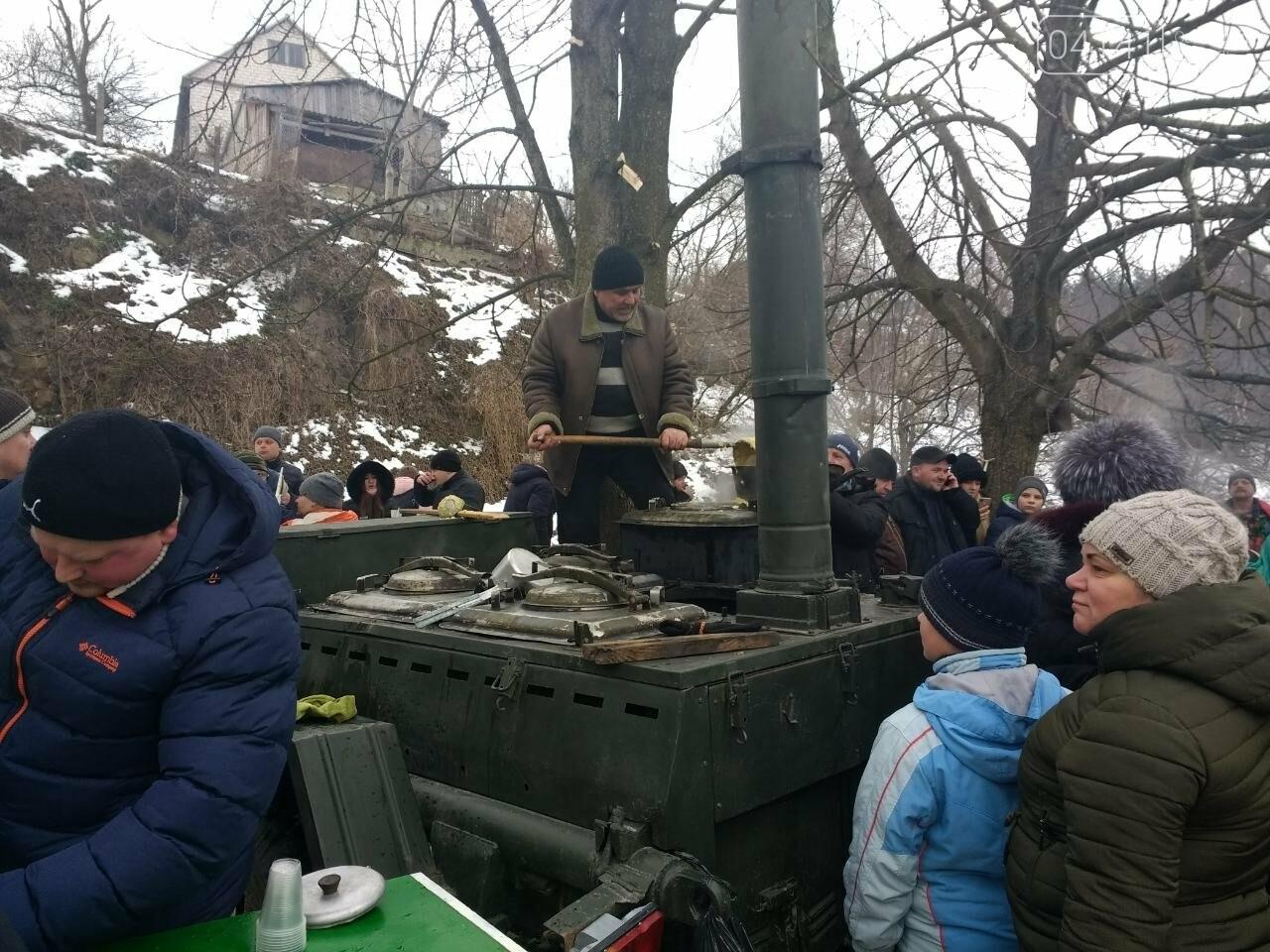 У свято Водохреща сотні звягельчан прийняли благодатну купіль на Случі (ФОТО), фото-9