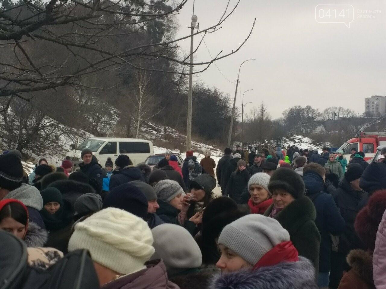 У свято Водохреща сотні звягельчан прийняли благодатну купіль на Случі (ФОТО), фото-8