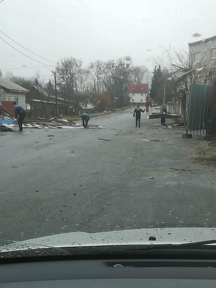 У Новограді-Волинському знесло дах будинку (ФОТО), фото-1