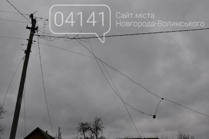 У Новограді-Волинському знесло дах будинку (ФОТО), фото-7