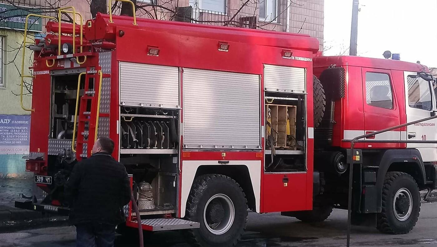 Як в центрі Новограда гасили пожежу в 5-ти поверховому будинку (ФОТО, ВІДЕО), фото-6