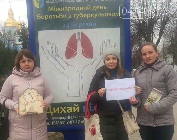 У Новограді-Волинському відбулася вулична акція «Настав час зупинити туберкульоз!», фото-1