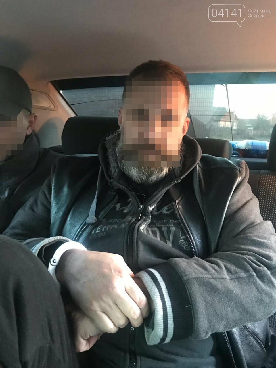 На Житомирщині СБУ затримала організатора нелегальної міграції, який перебував у міжнародному розшуку, фото-1