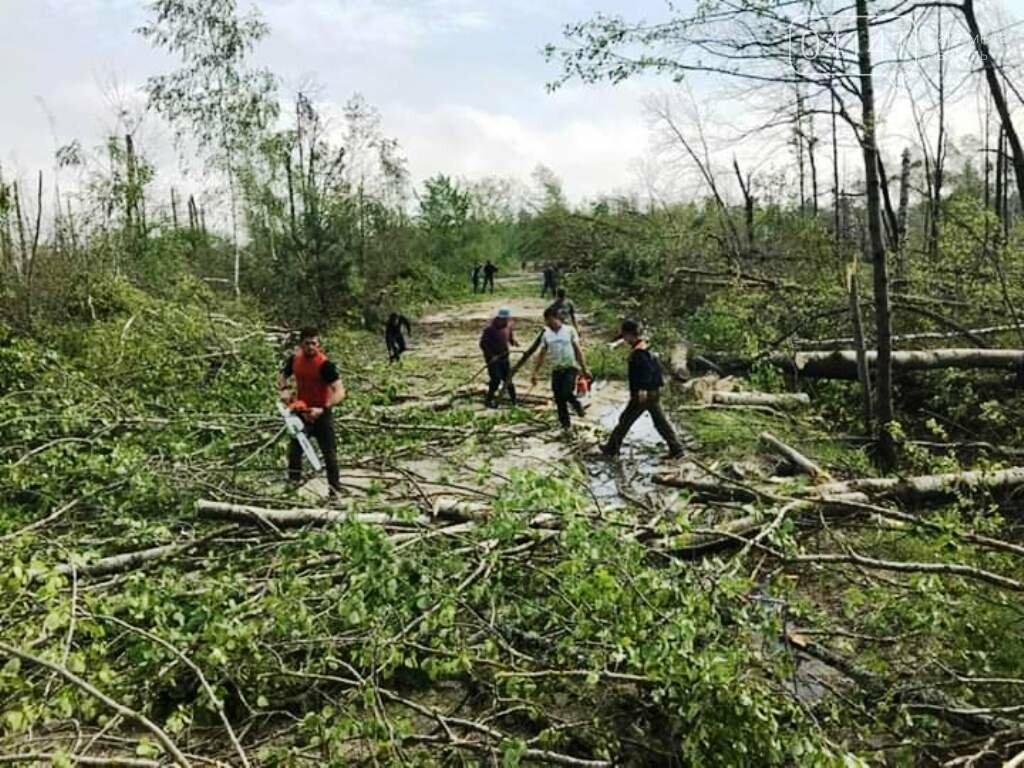 Рятувальники Новоград-Волинщини продовжують надавати допомогу населенню по ліквідації наслідків буревію, фото-3