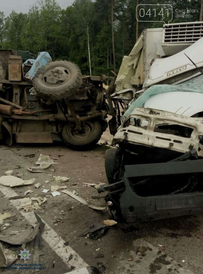 На автодорозі Київ-Чоп зіткнулися дві вантажівки, фото-1