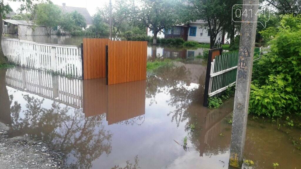 У Новоград-Волинському районі рятувальники продовжують надавати допомогу населенню по відкачці ґрунтових вод , фото-1