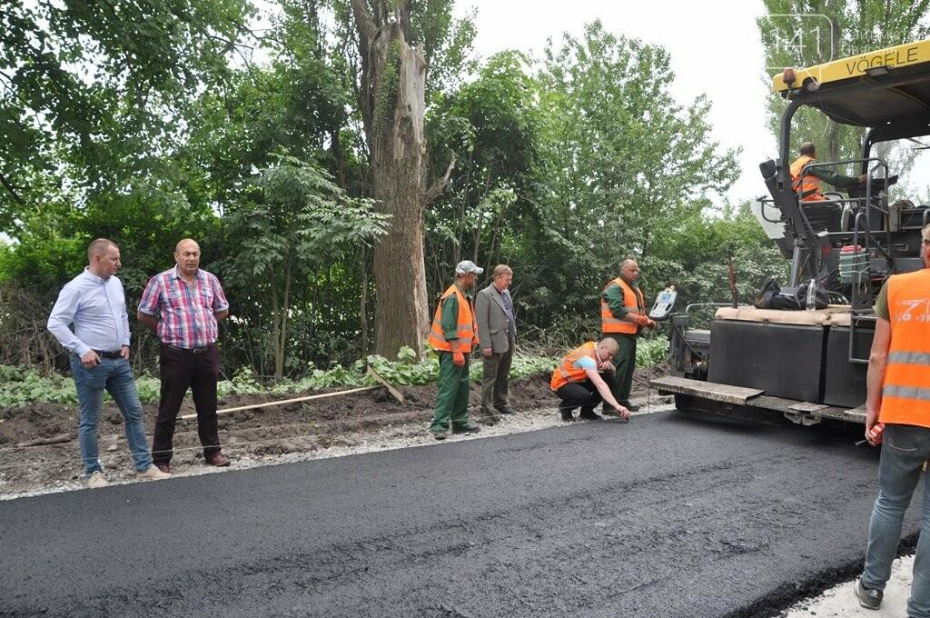 На дорозі Новоград-Волинський – Ярунь – Баранівка розпочали укладати асфальт, фото-1