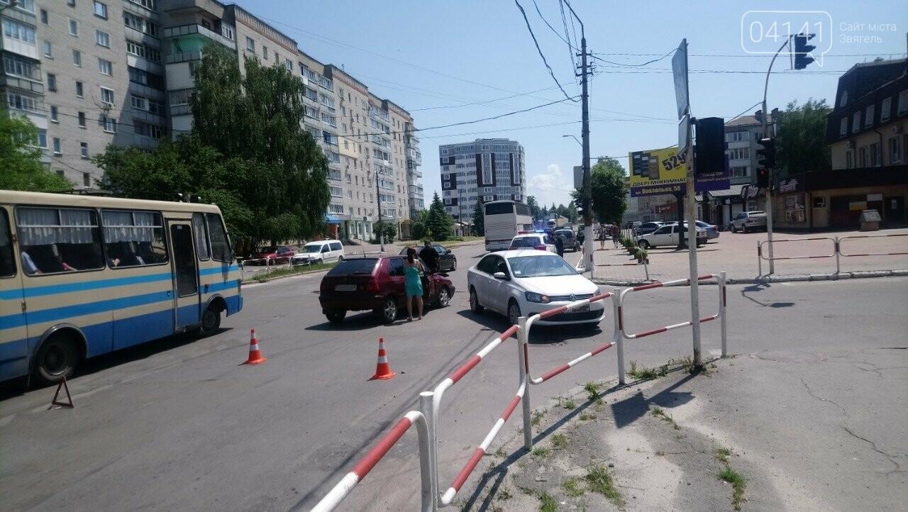 У Новограді-Волинському на перехресті сталася ДТП (ФОТО), фото-1