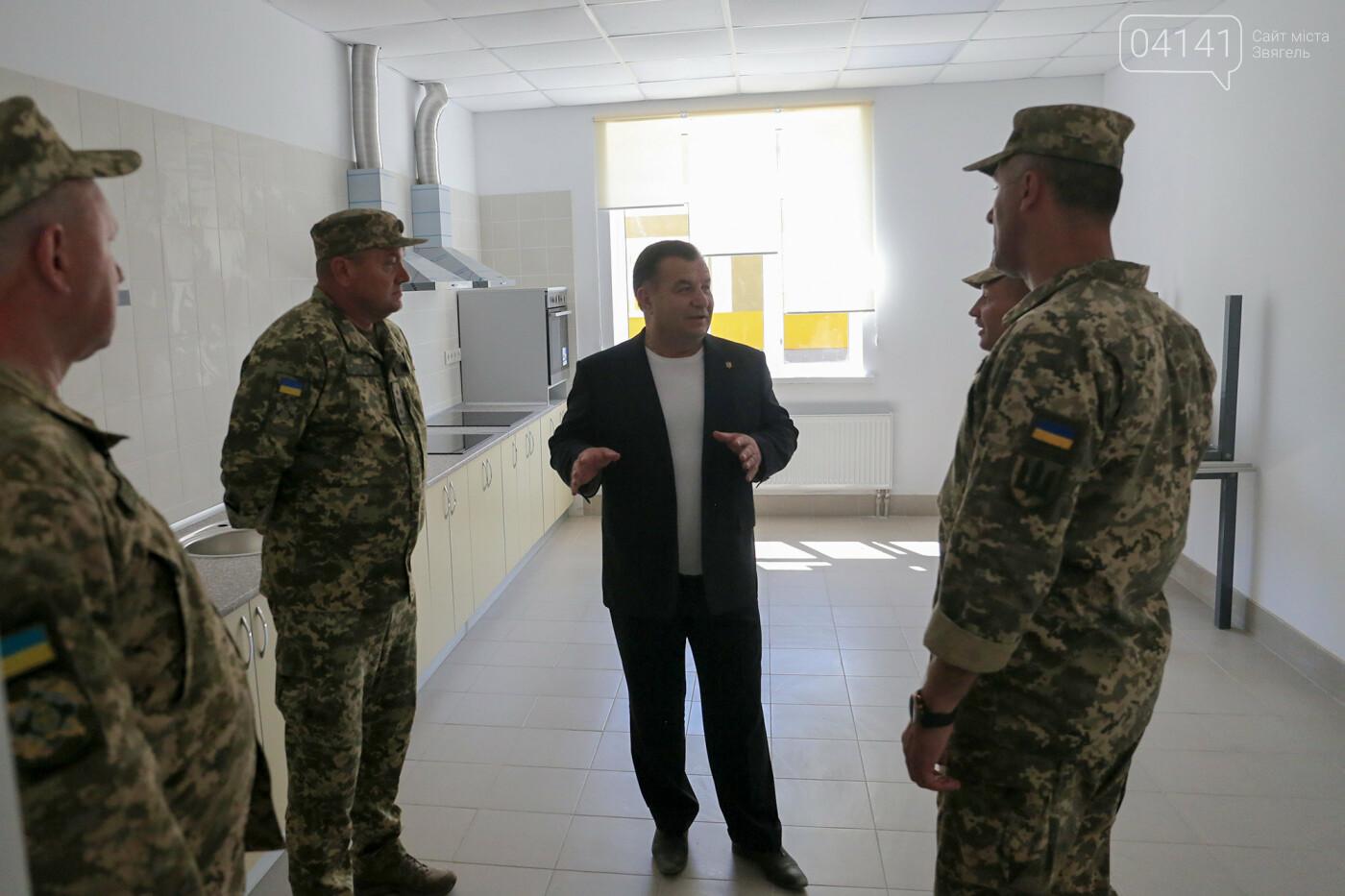 Міністр оборони перевірив готовність новозбудованих казарм для військових 30-ї бригади (ФОТО), фото-2
