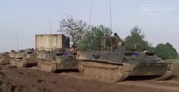 Військові єгеря удосконалювали навички водіння гусеничної техніки (ФОТО), фото-3