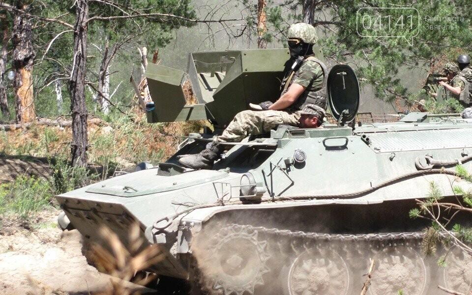 Військові єгеря удосконалювали навички водіння гусеничної техніки (ФОТО), фото-1