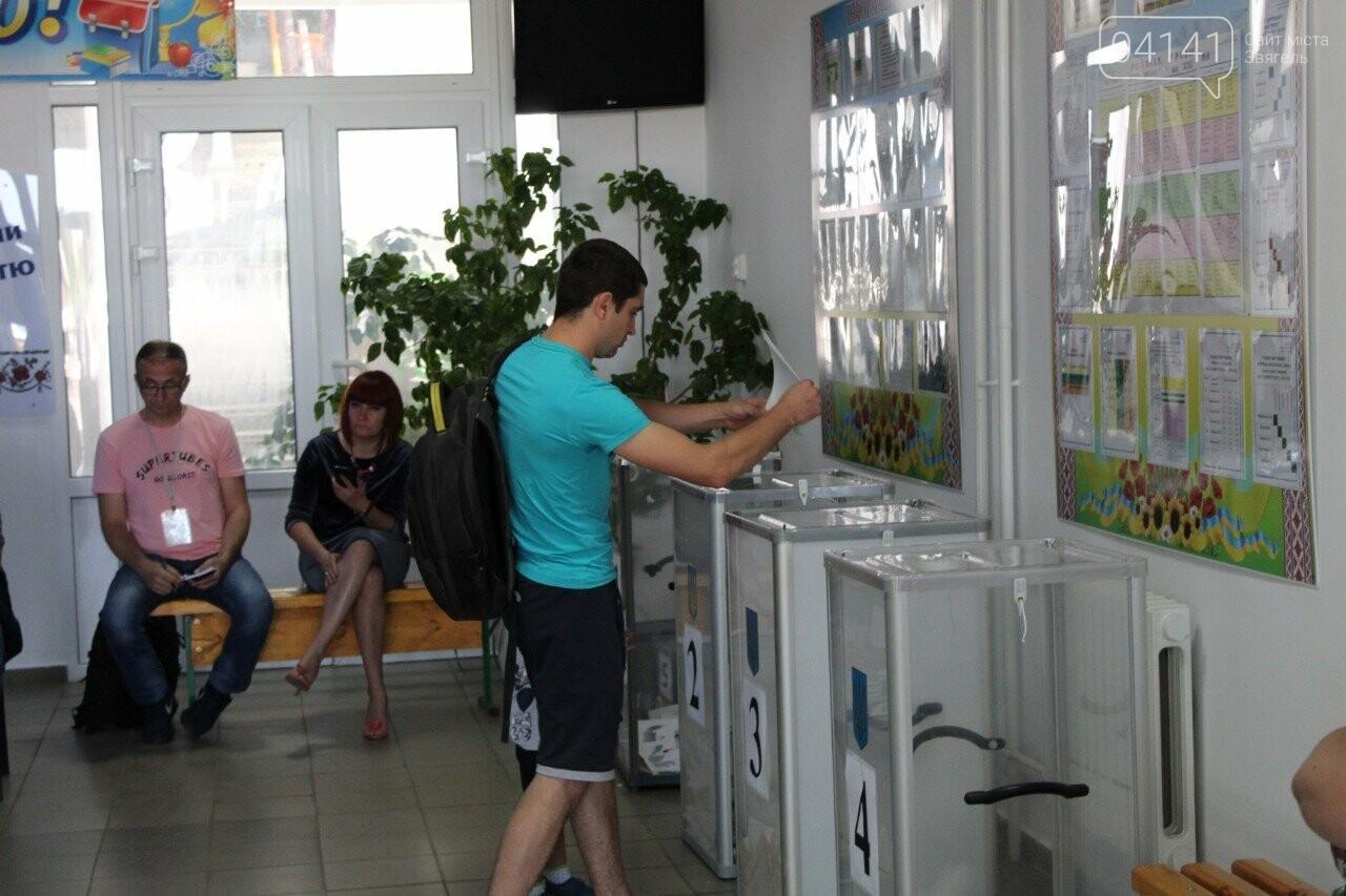 Як новоград-волинці голосують на виборчих дільницях, фото-1