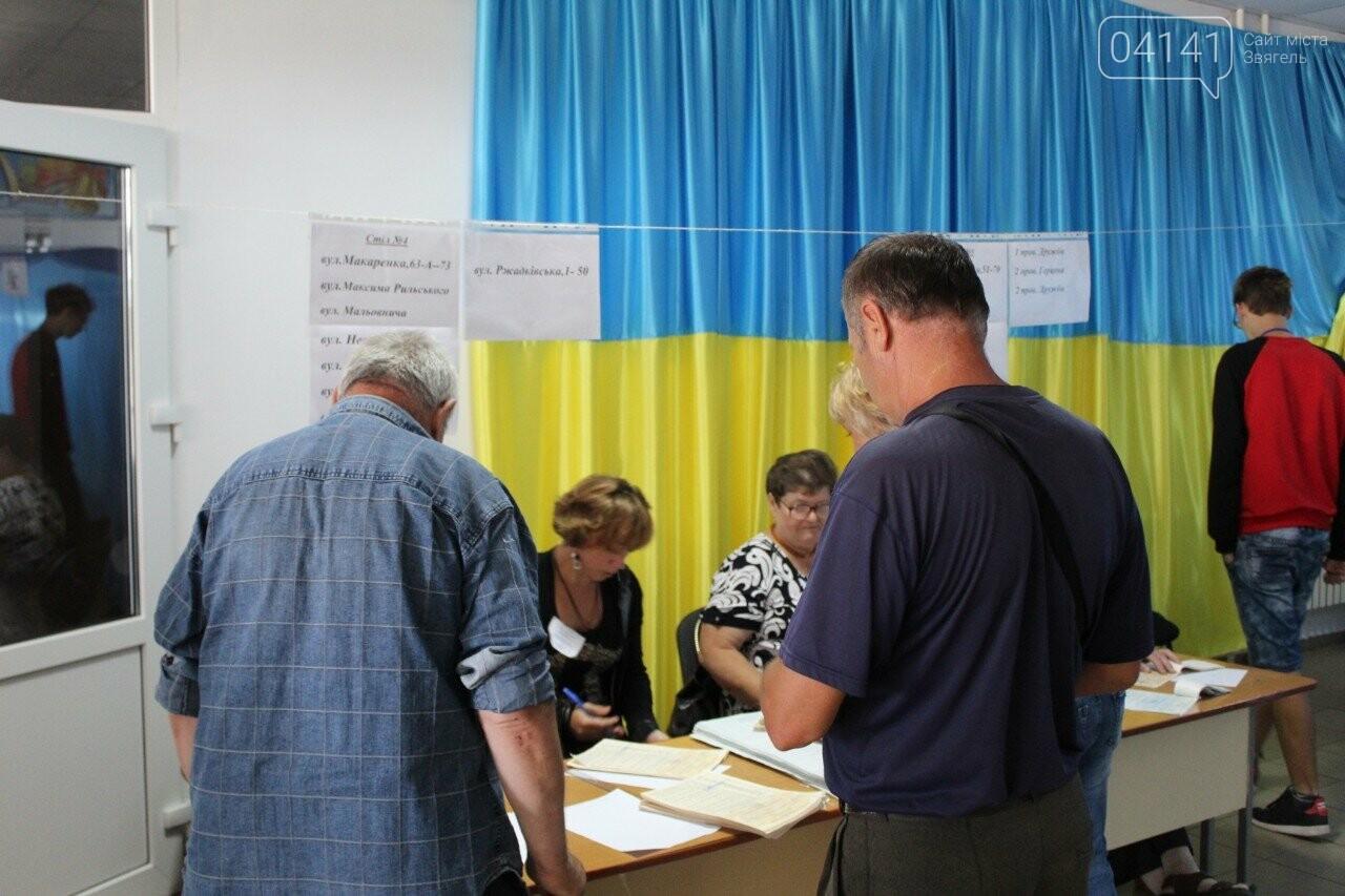Як новоград-волинці голосують на виборчих дільницях, фото-3