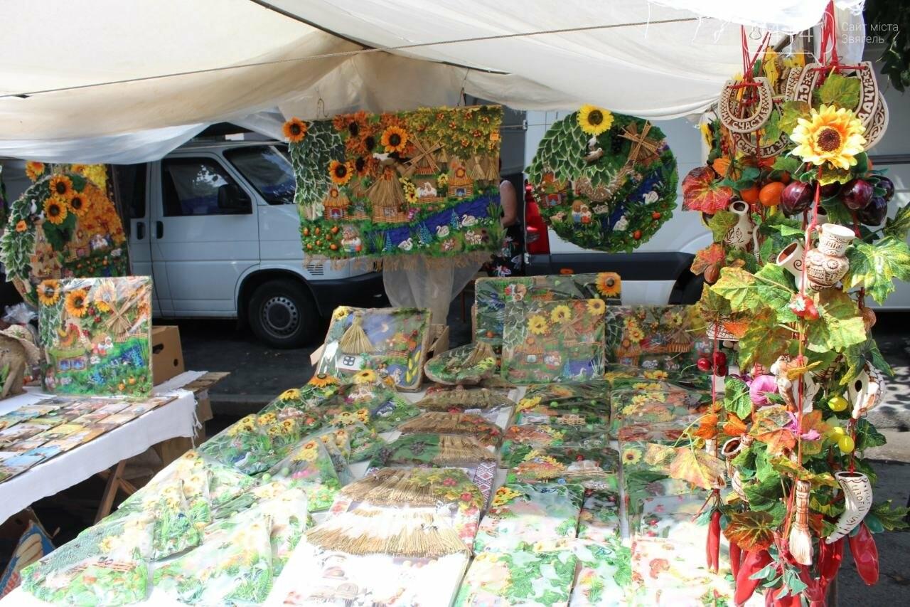 Що корисного та смачного можна купити на святковому ярмарку в Новограді-Волинському, фото-8