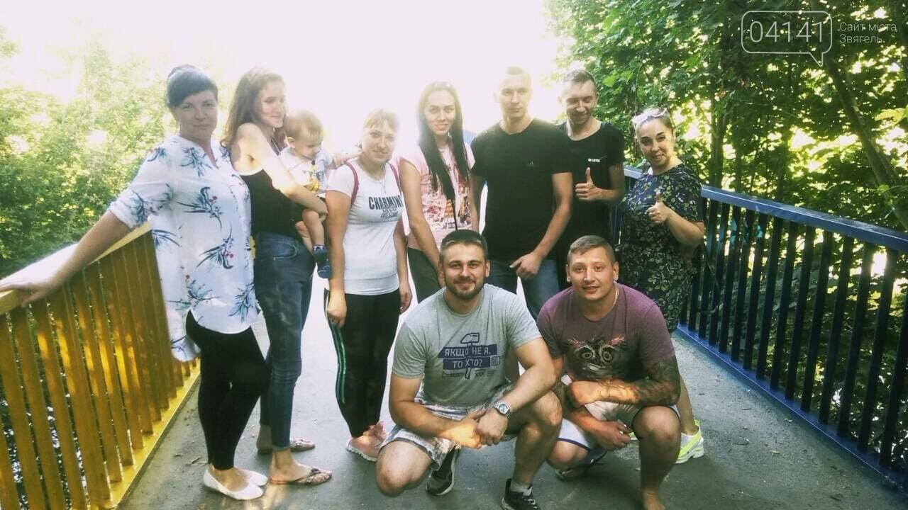 Як у Новограді-Волинському пішохідний міст фарбували (ФОТО) , фото-6