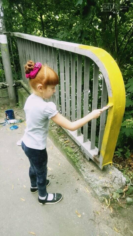 Як у Новограді-Волинському пішохідний міст фарбували (ФОТО) , фото-4