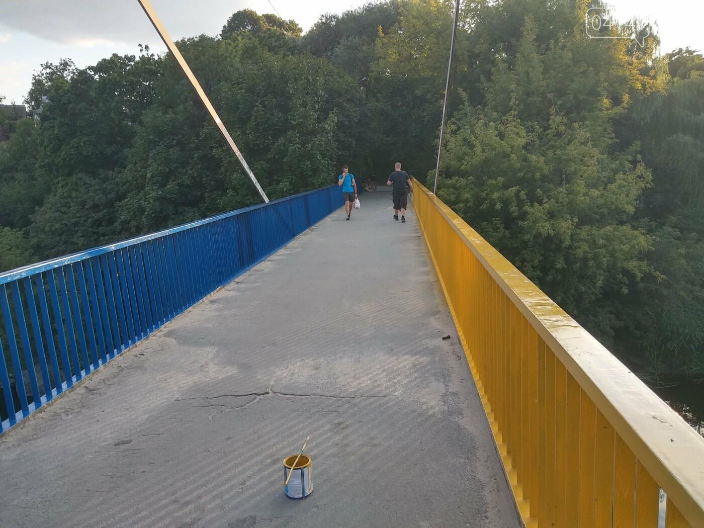 Як у Новограді-Волинському пішохідний міст фарбували (ФОТО) , фото-8