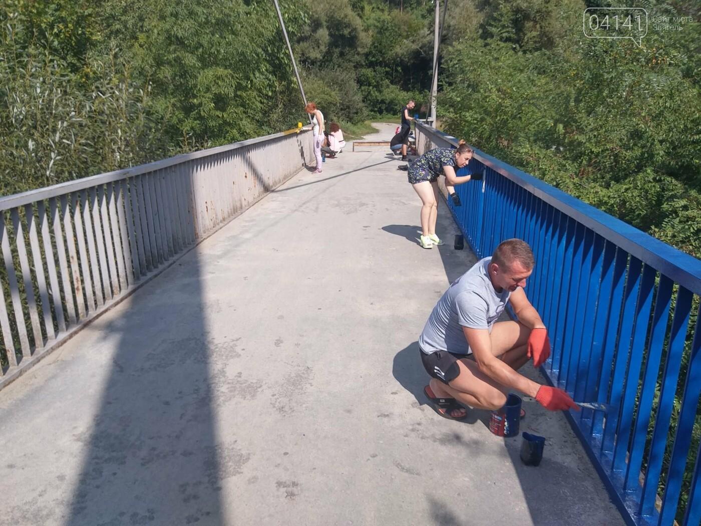 Як у Новограді-Волинському пішохідний міст фарбували (ФОТО) , фото-2