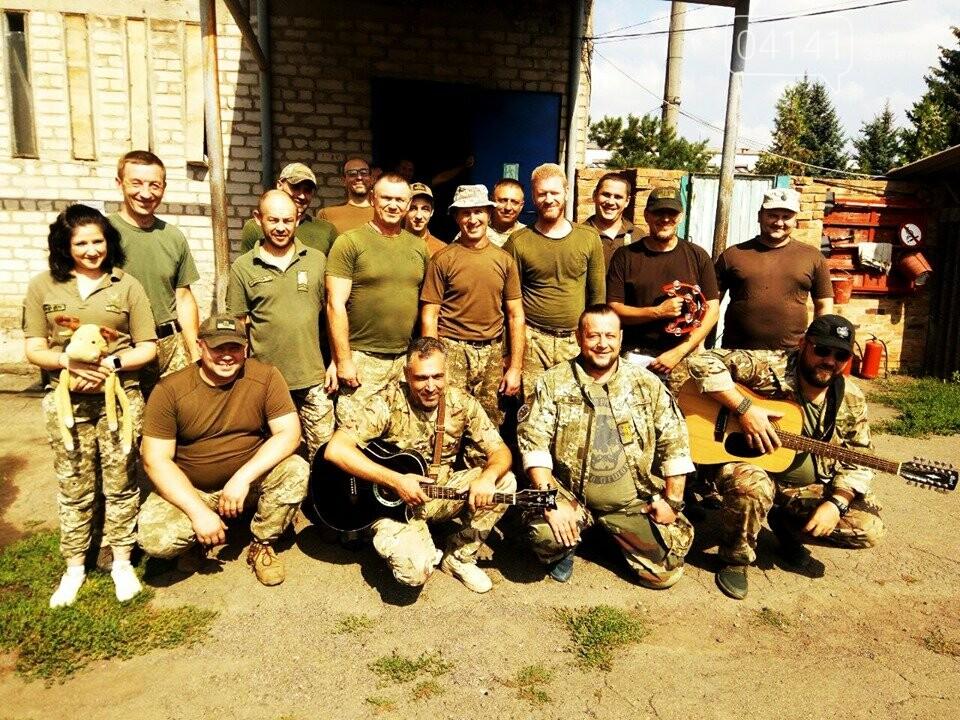 Знизити рівень стресу: До бійців 30-ї бригади завітали музичні гурти , фото-2