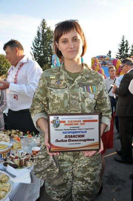 """Артилеристку - колишню сільську вчительку з Баранівки нагороджено відзнакою """"Людина року – 2019"""", фото-1"""