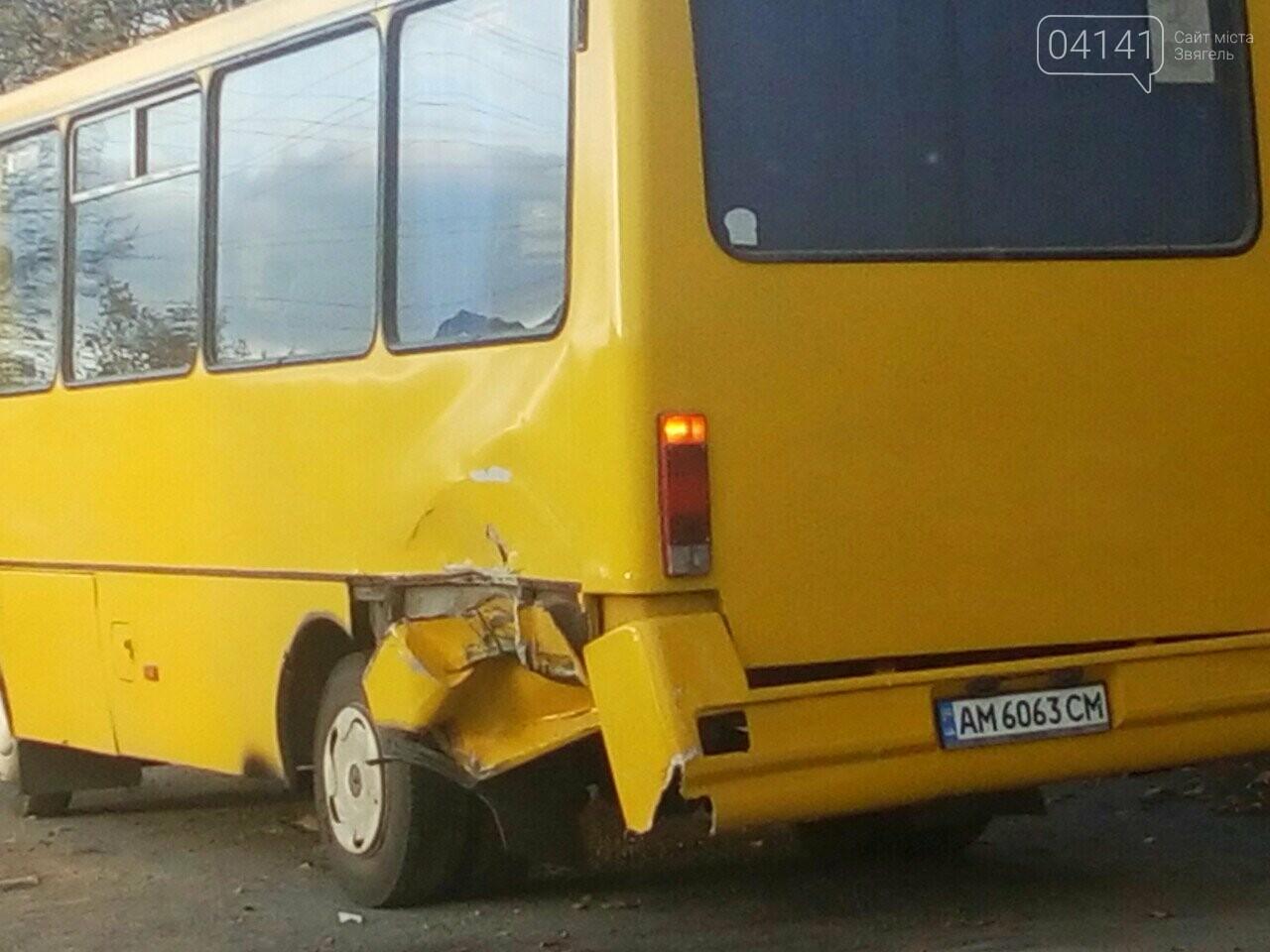 """У Новограді у 3-ку на """"Кар'єрі"""" врізався мікроавтобус (ФОТО З МІСЦЯ ПРИГОДИ), фото-4"""