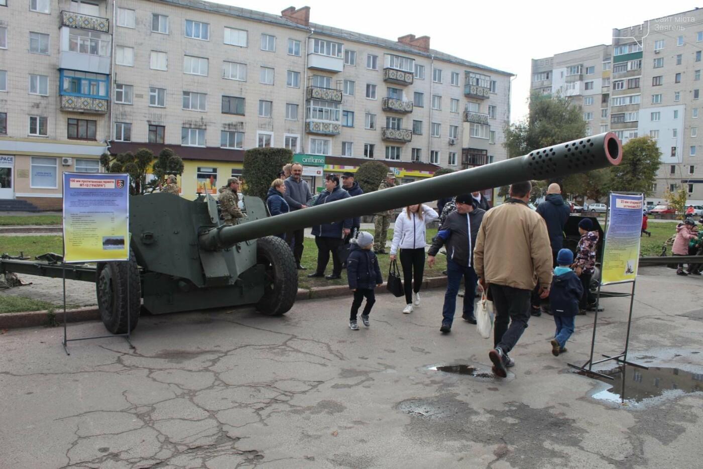 У Новограді проходить виставка військової техніки (ФОТОРЕПОРТАЖ), фото-1