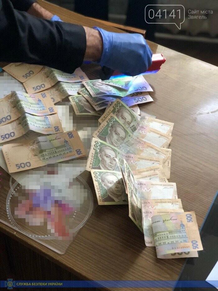 Медика військово-лікарської комісії Житомирщини затримали на вимаганні грошей , фото-2
