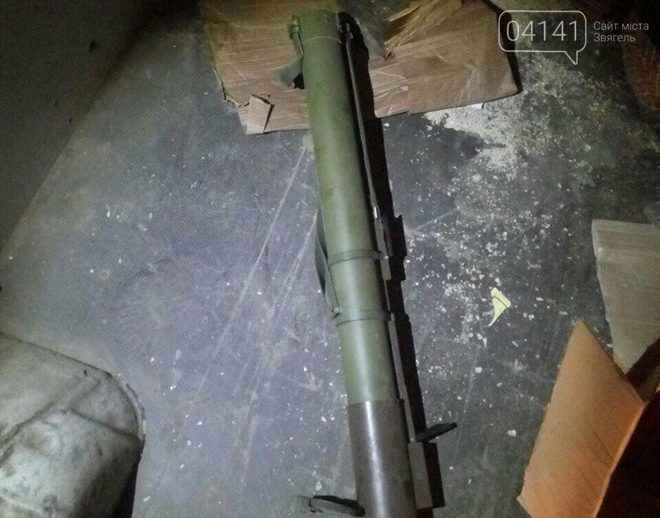 На Житомирщині в багажнику автомобіля патрульні виявили гранатомет, фото-1