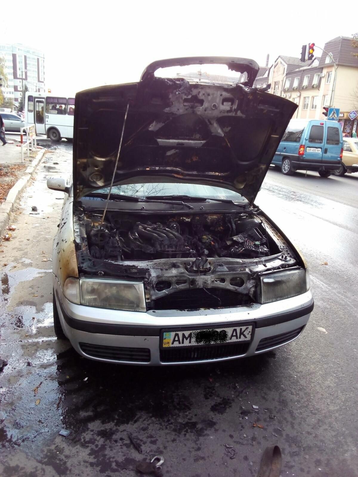 У Новограді під час руху загорівся автомобіль: Фото наслідків пожежі, фото-1