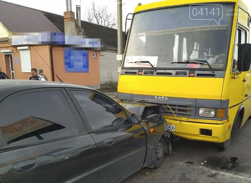 Смертельне ДТП сталося у Новограді-Волинському: Зіштовхнулися легковик з автобусом, фото-1
