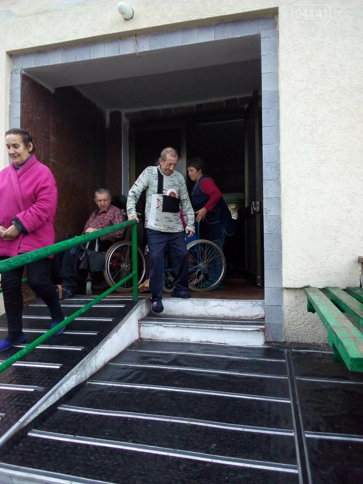 Рятувальники Новограда-Волинського проводять позапланові перевірки об'єктів із масовим перебуванням людей, фото-4