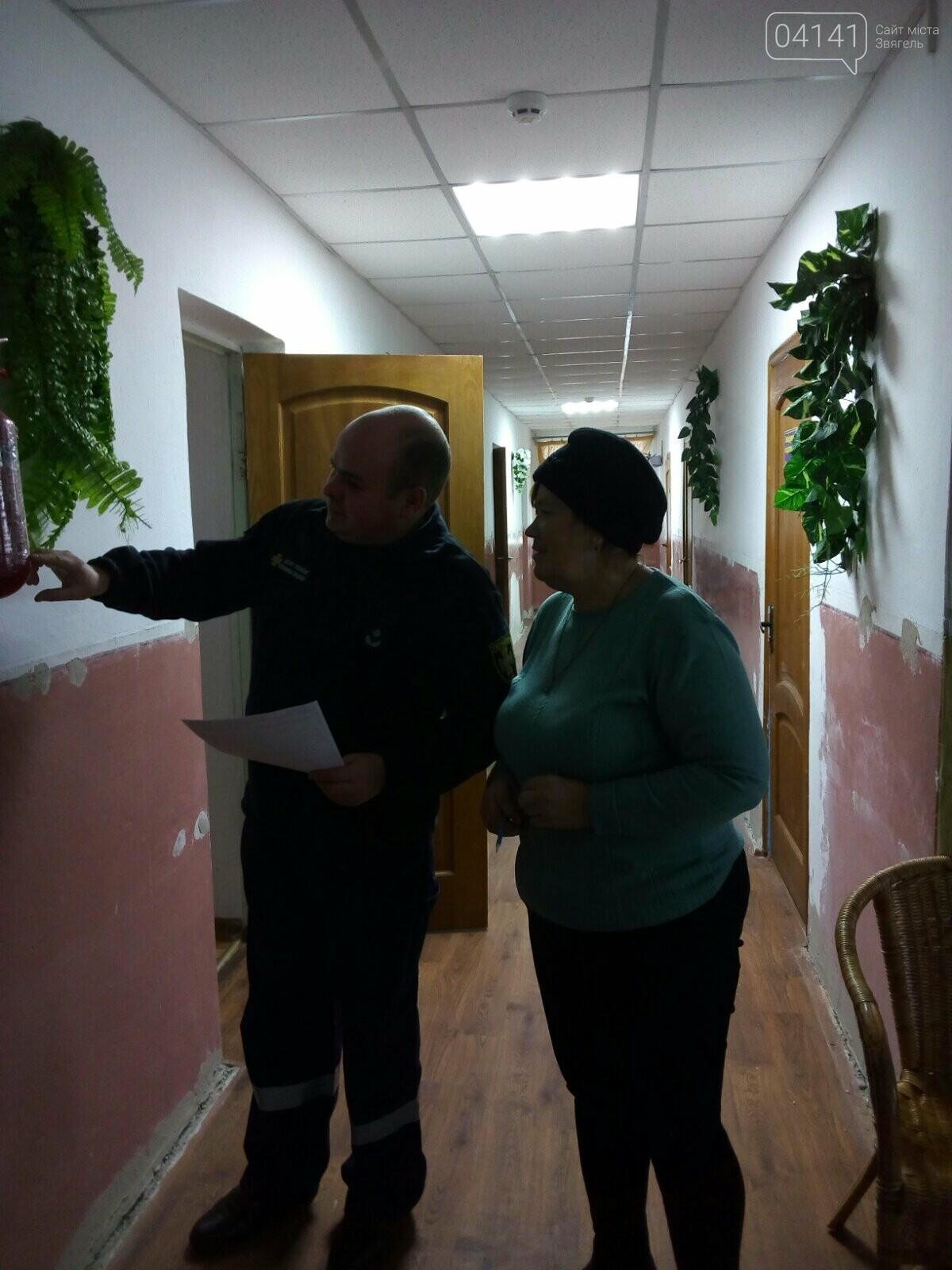 Рятувальники Новограда-Волинського проводять позапланові перевірки об'єктів із масовим перебуванням людей, фото-2