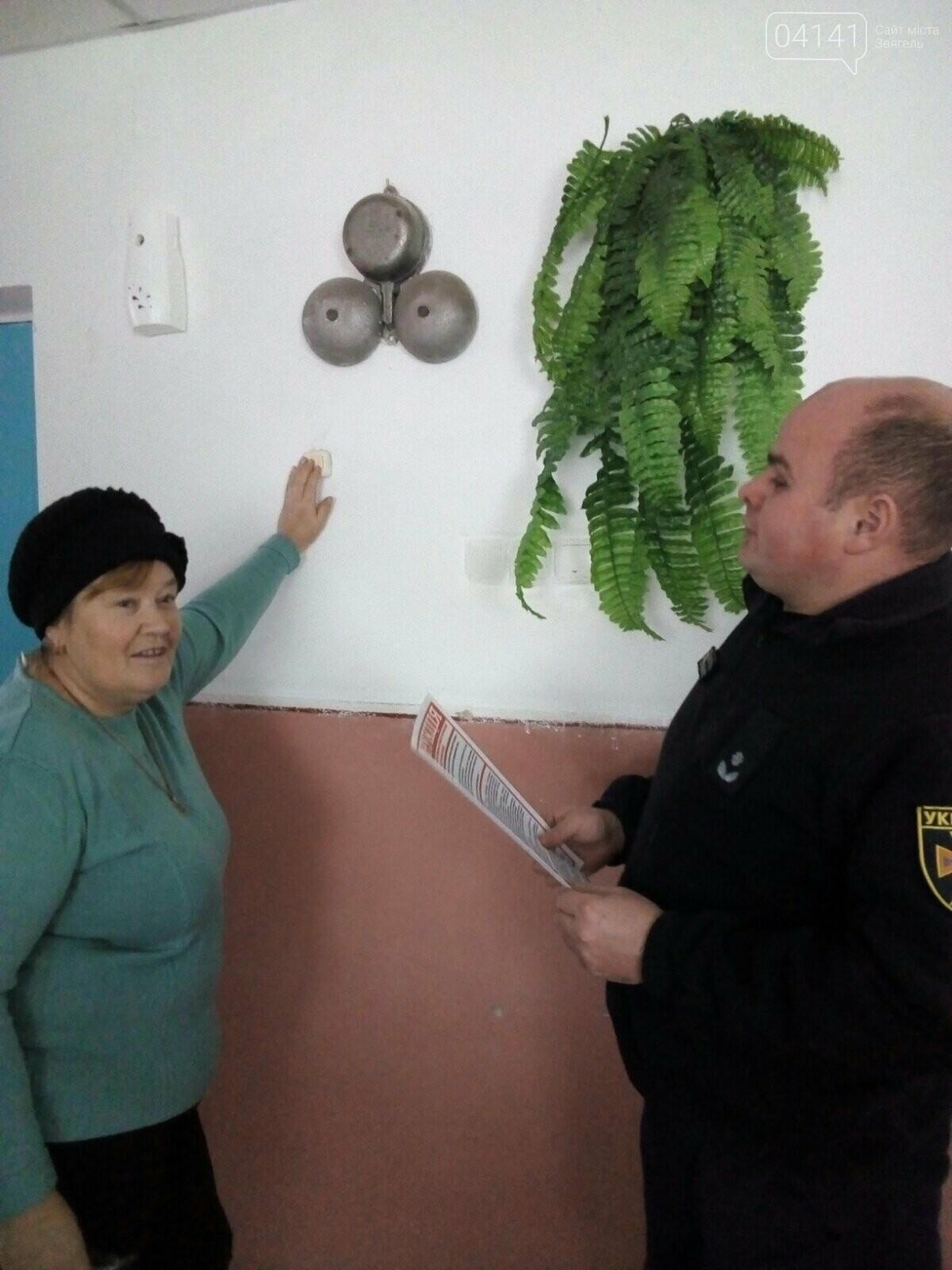 Рятувальники Новограда-Волинського проводять позапланові перевірки об'єктів із масовим перебуванням людей, фото-3