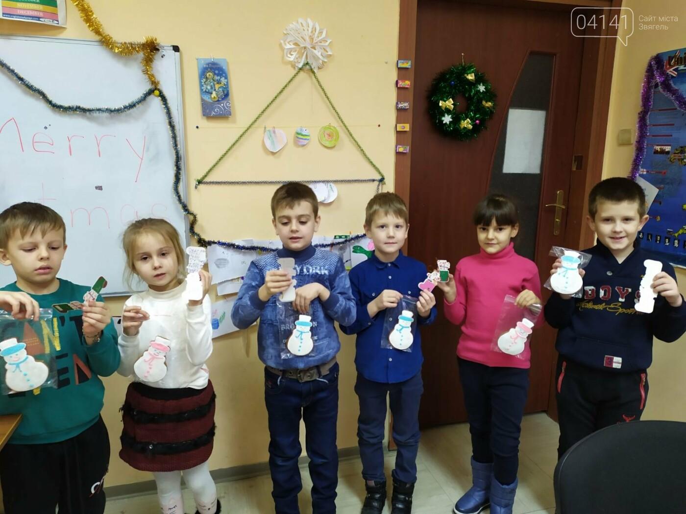 Щасливого Різдва: Новоград-волинські діти пізнавали традицію англомовних країн, фото-1