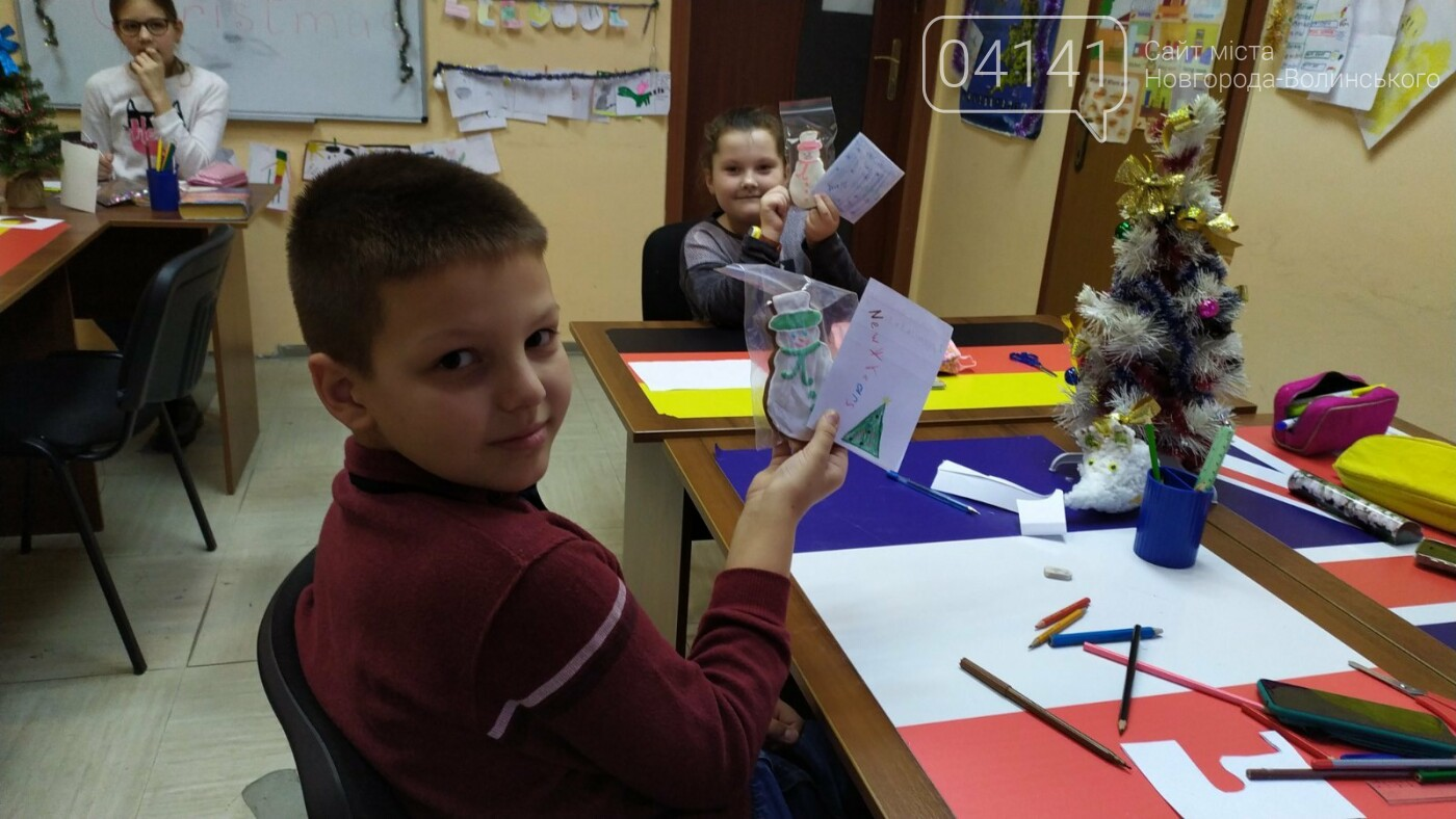 Щасливого Різдва: Новоград-волинські діти пізнавали традицію англомовних країн, фото-7